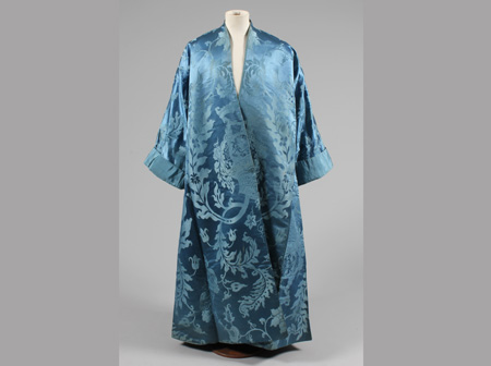 Man's banyan, 1720s-30s, made in Europe from imported Chinese silk damask (courtesy of Kerry Taylor Auctions, V & A, T.31-2012)